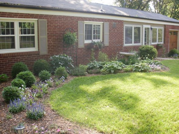Brick ranch landscaping photos the typical red brick for Landscaping ideas for front of ranch style house