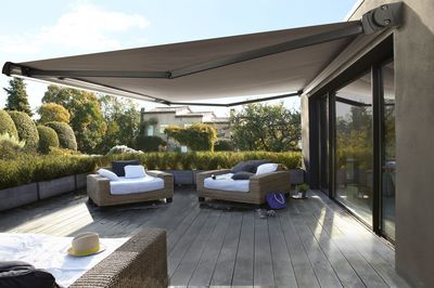le store banne de terrasse pergolas patios and retractable awning. Black Bedroom Furniture Sets. Home Design Ideas
