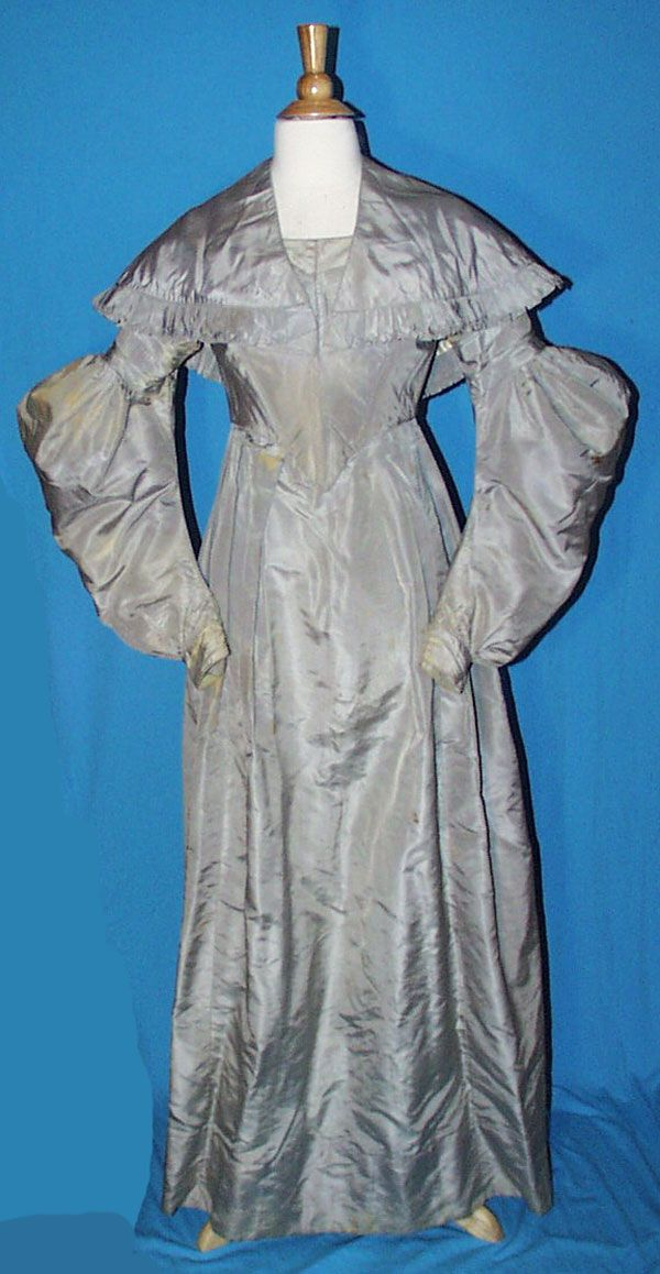 1835 GOWN