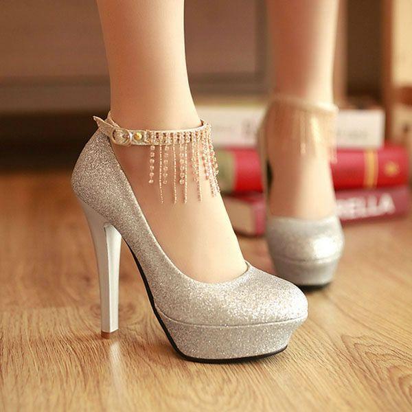 ¿Cuántos zapatos tiene aproximadamente una mujer en su armario? La  respuesta aún no es muy clara. Existen mujeres que los aman en exceso y .