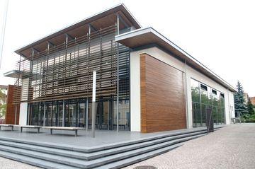 Kreative Fassadengestaltung mit Holz und Stahl durch die Firma MALER PUNKT Markus Franz in Schwetzingen (68723) | Maler.org