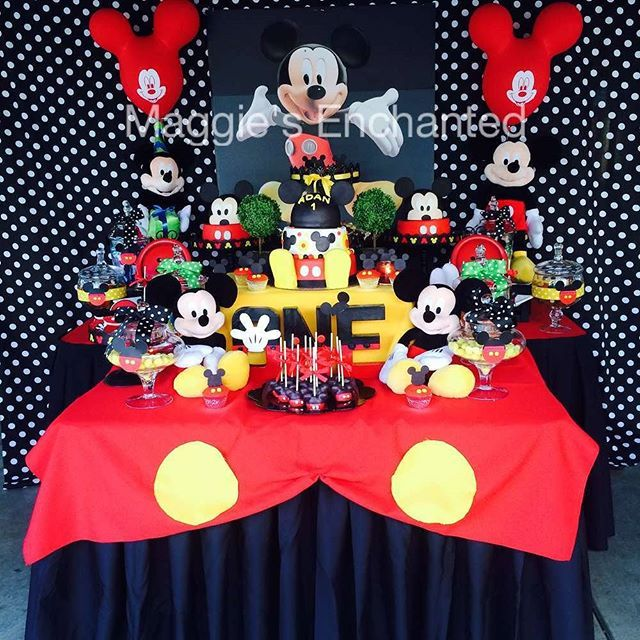 Check out this first birthday party from @maggiesenchantedpartyevents with Mickey and Minnie!  See the whole party in our profile link!