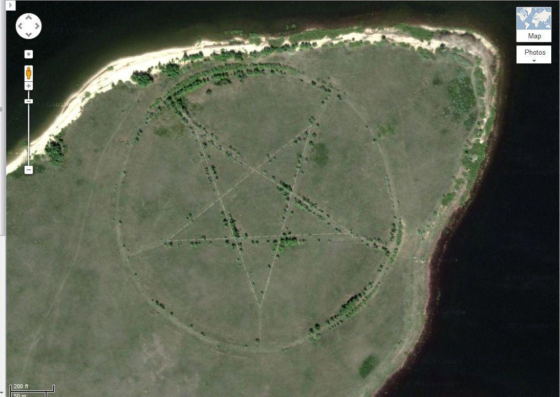 Earths Map%0A Mysterious Pentagram on Google Maps Explained