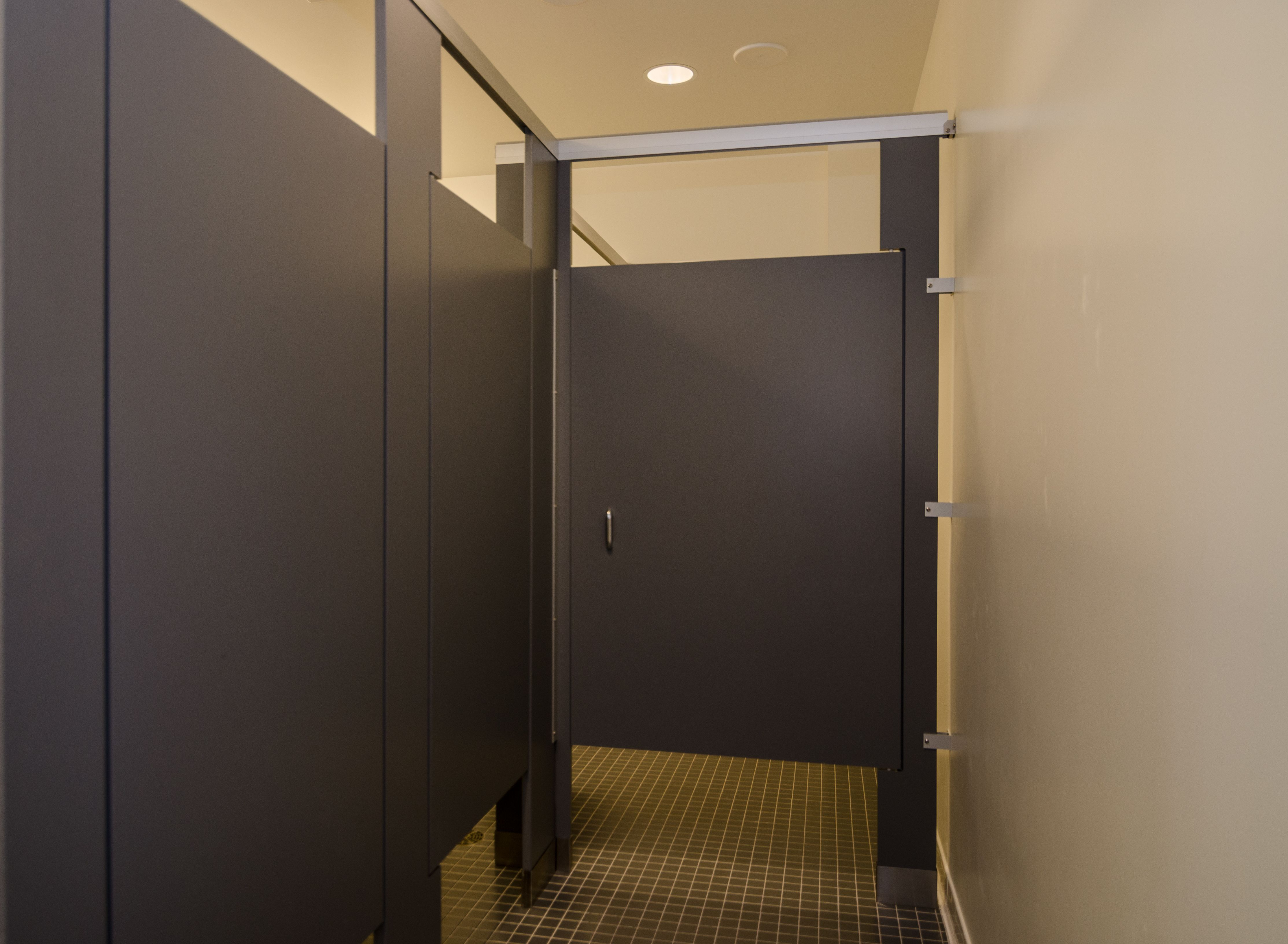 Ironwood Manufacturing zero sightline bathroom doors and high privacy toilet partitions. Beautiful clean & Ironwood Manufacturing zero sightline bathroom doors and high ... pezcame.com
