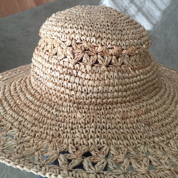 4a13e633945da Nine West Straw summer hat. Band on inside of hat. Flexible for easy  packing. Nine West Accessories Hats