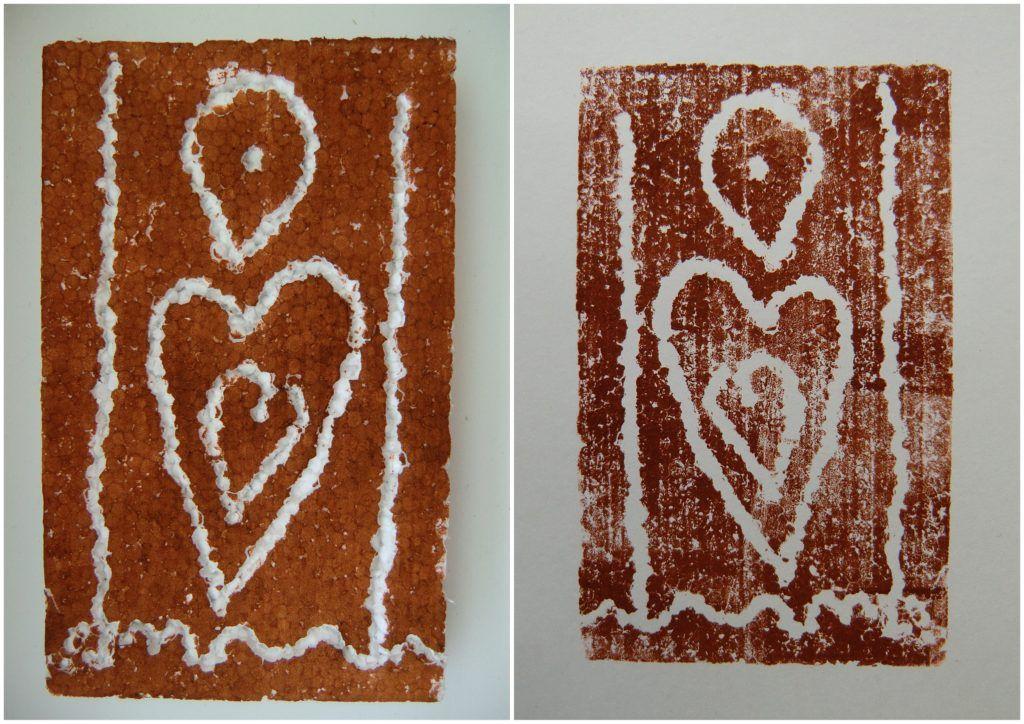 PERNÍČKY Z PERNÍKOVÉ CHALOUPKY - dekorovat polystyren (=perník) obráceným koncem štětce, hotový perník umístit na společnou Perníkovou chaloupku (tisk z polystyrénové matrice)