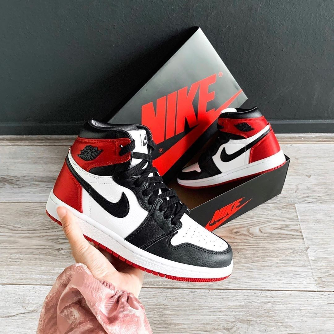 Air Jordan 1 Retro High Satin Black Toe | Chaussures de | Chaussures de