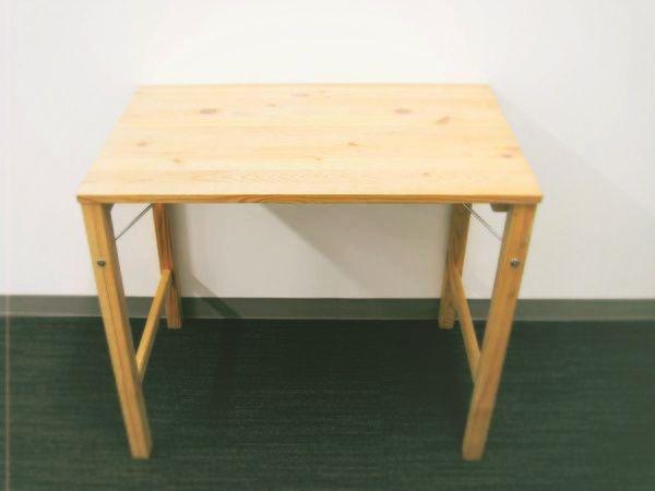 さっと広げてテーブルに。無印良品の「パイン材テーブル・折りたたみ式