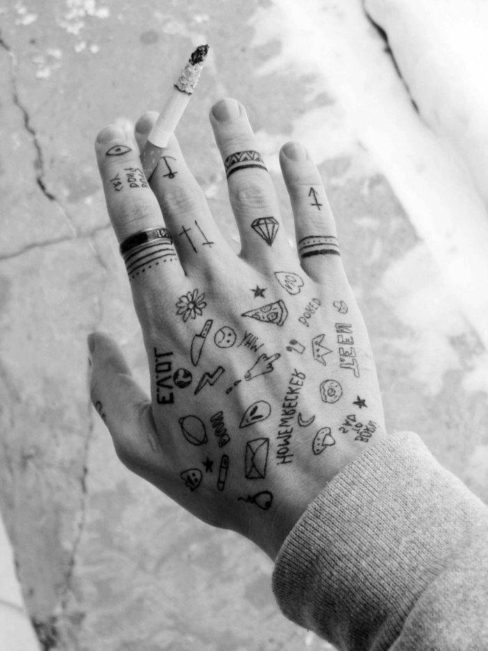 Winzige lustige Tattoos an der Hand, Tattoo Ideen für