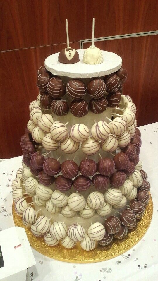 Schokoladen Vanillekuchen Pophochzeitstorte Cake Pops Cake Pops Schokoladen Cheesecake Wedding Cake Wedding Cake Alternatives Cake Pop Displays