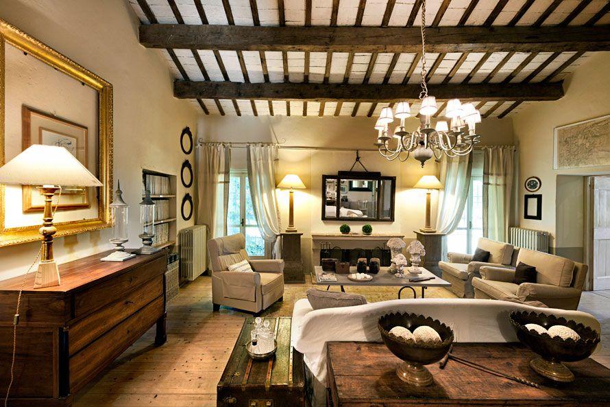 Living room - beautiful old house   via Elixir Undicilandia