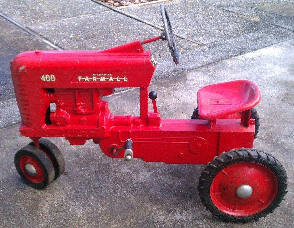 vintage original eska mccormick farmall 400 pedal tractor [ 1024 x 796 Pixel ]