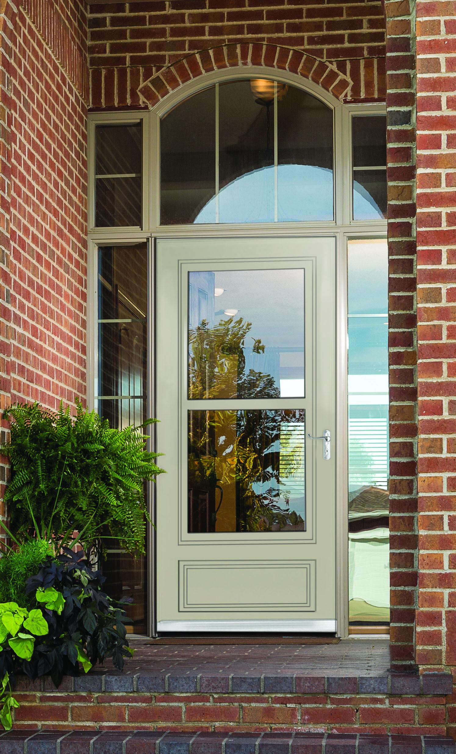 Unlike Other Storm Doors, The Larson Royal Oak Screen Away Storm Door  Features A Retractable Screen And Balanced Window System.