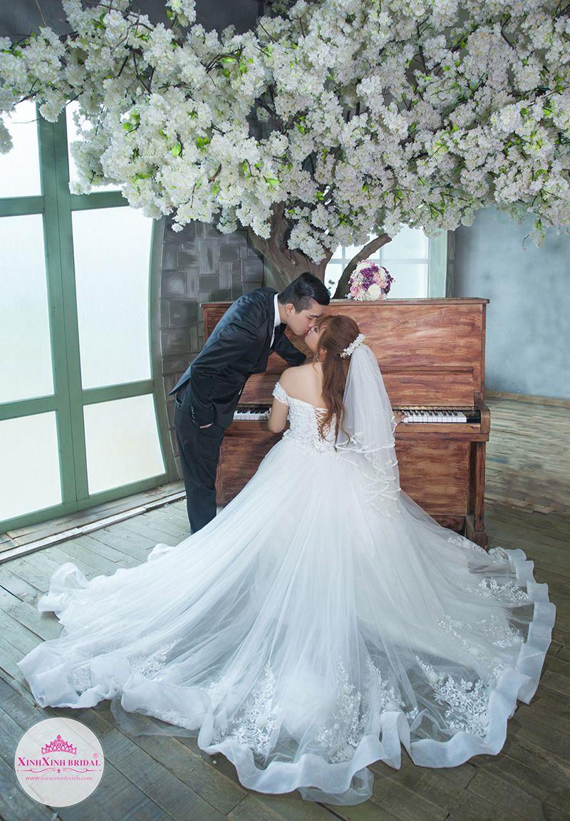 Album hình cưới chụp ở phim trường Lamour TPHCM. Áo Cưới