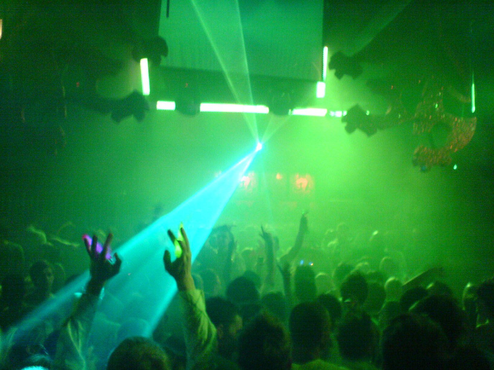 Ponana african night club sandras inn dubai dubai for Jardin urbain green bar