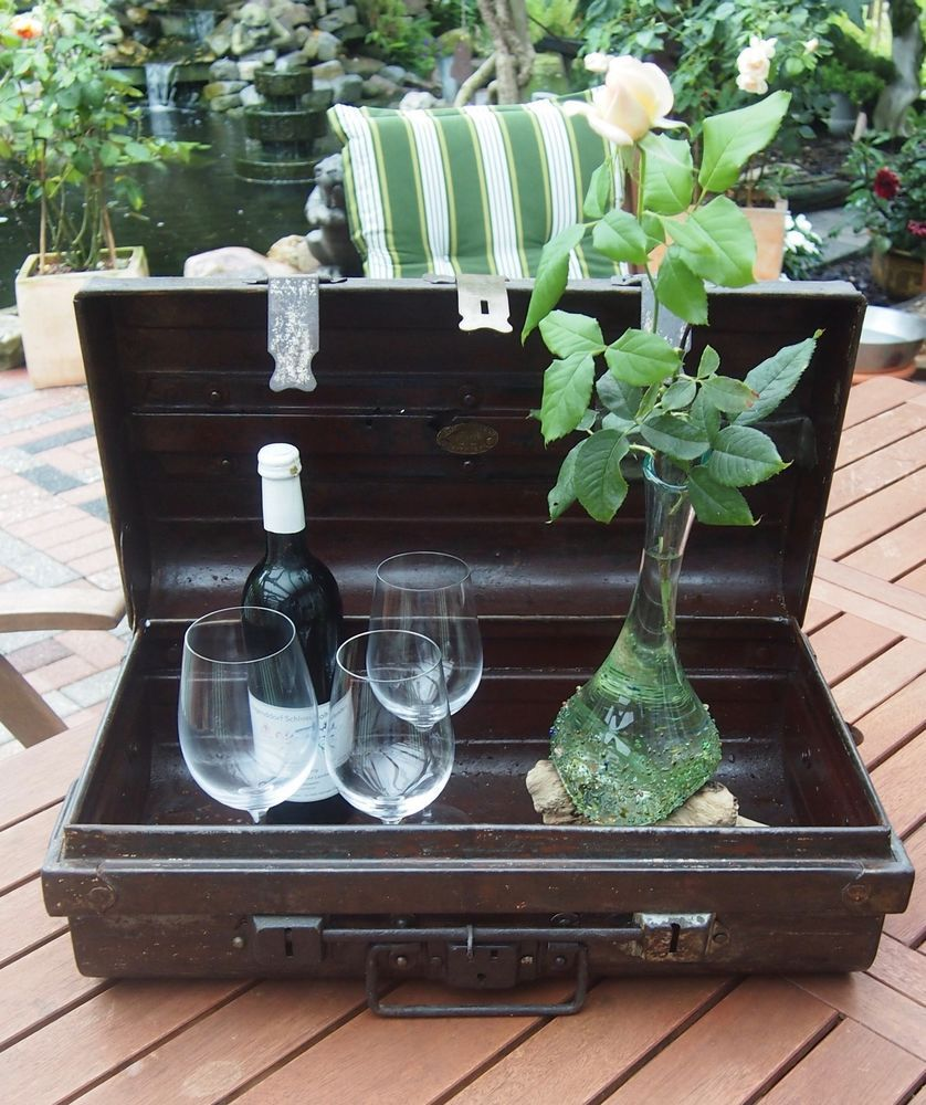 Antiker Metall- Koffer. Seemannskiste Metallkiste. Vintage - Truhe