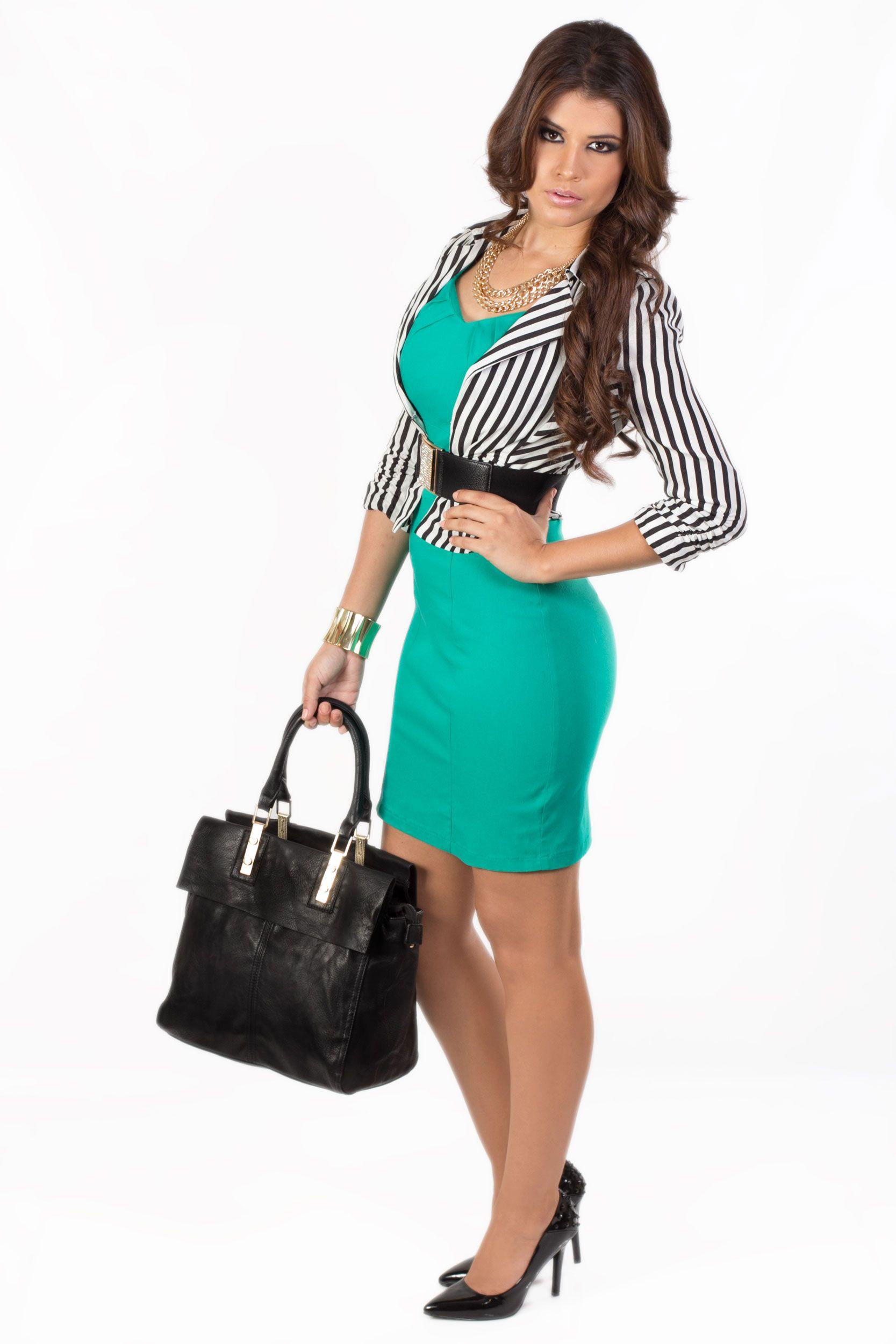 Vestido verde con q zapatos