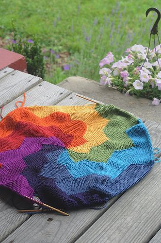 Precioso    Pattern at http://www.woollythoughts.com/afghans/revo.html