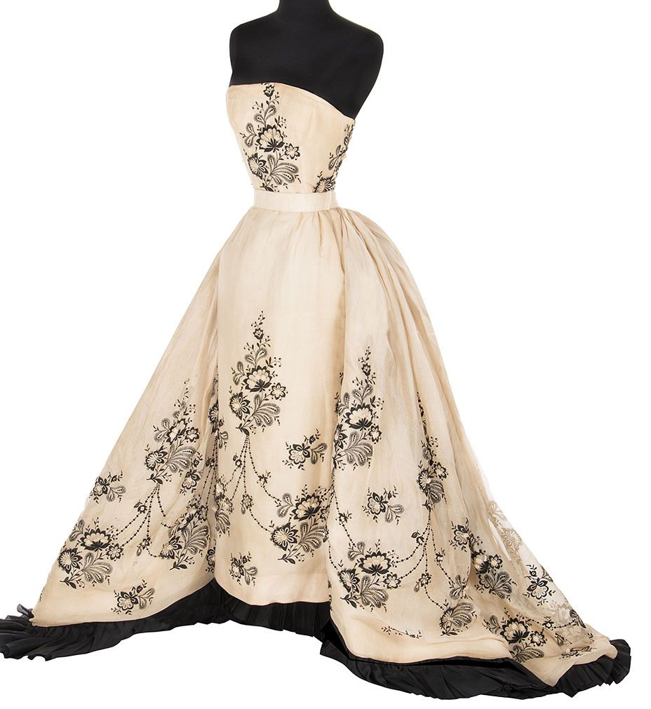 Audrey Hepburn S Givenchy Gown From Sabrina Sold At Auction For 170 000 It Was A Part Of The Audrey Hepburn Dress Iconic Dresses Audrey Hepburn Sabrina Dress
