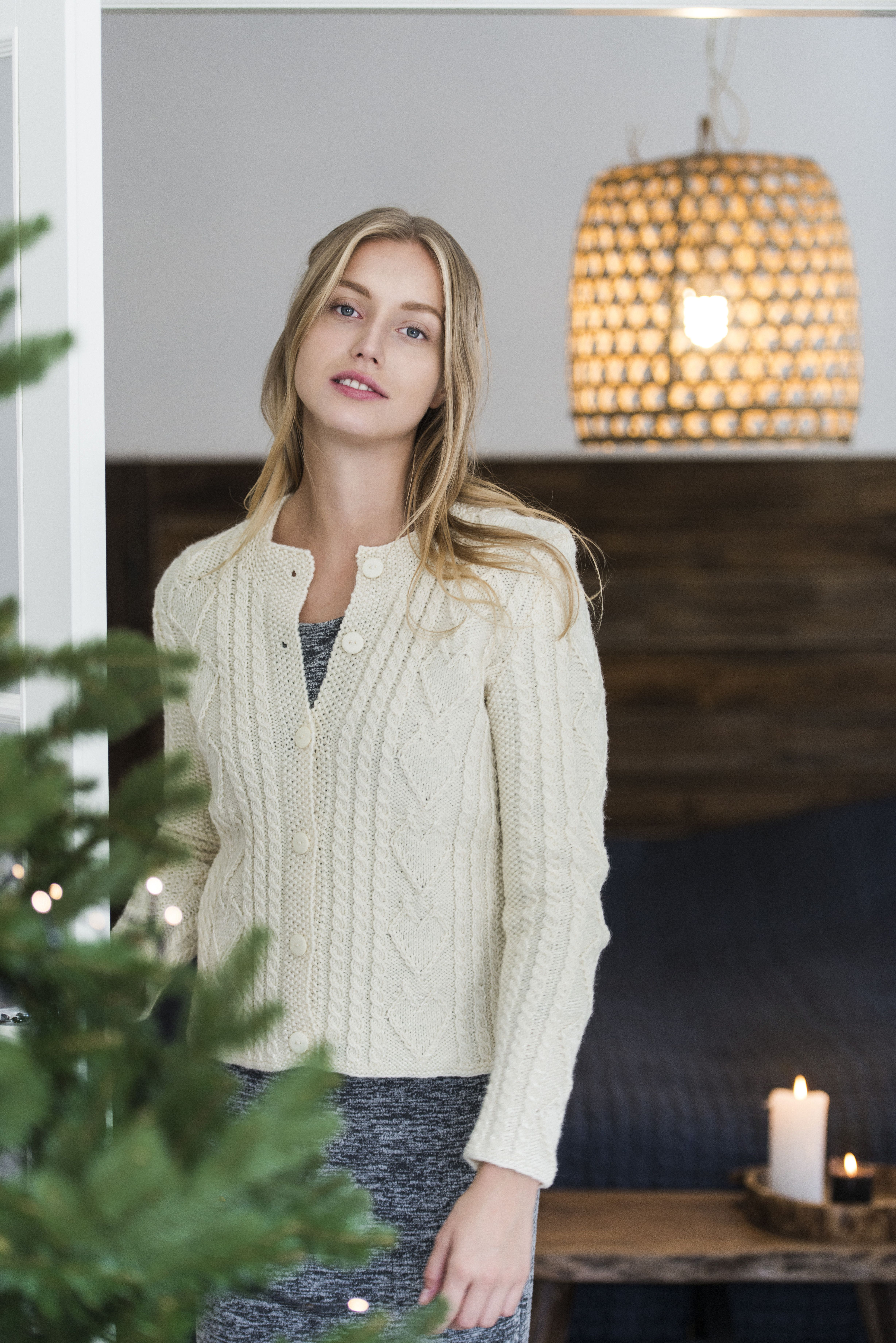 Novita 4/2016 Womens cardigan with hearts. Free pattern in Finnish and Swedish at novitaknits.com