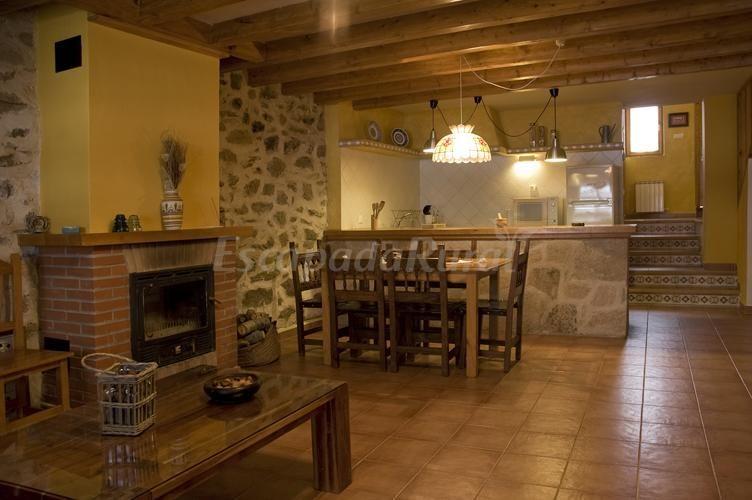 Casas ladrillo ala vista y madera buscar con google cocinas - Barra cocina americana ...