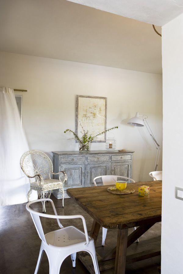Hoy me traslado a la Casa Stanga, situada en la preciosa Isla de Formentera. Soñar es gratis, y en Barcelona ya está empezando a nevar sua...