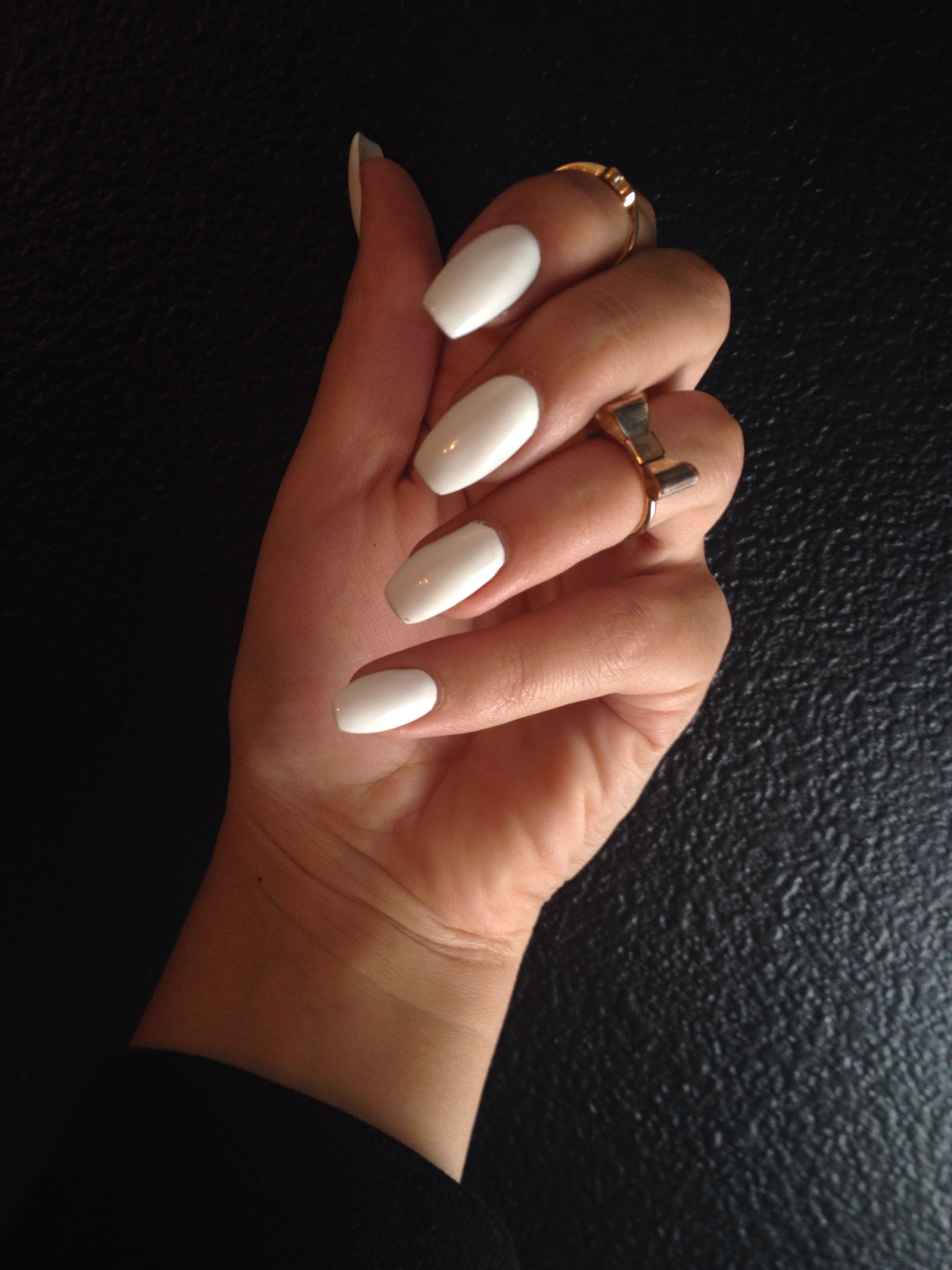 White Short Coffin Shaped Nails Rounded Acrylic Nails Coffin Shape Nails Acrylic Nails Coffin Short