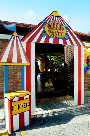 circus birthday party ideas jape cirque pinterest deco anniversaire cirque et la classe. Black Bedroom Furniture Sets. Home Design Ideas