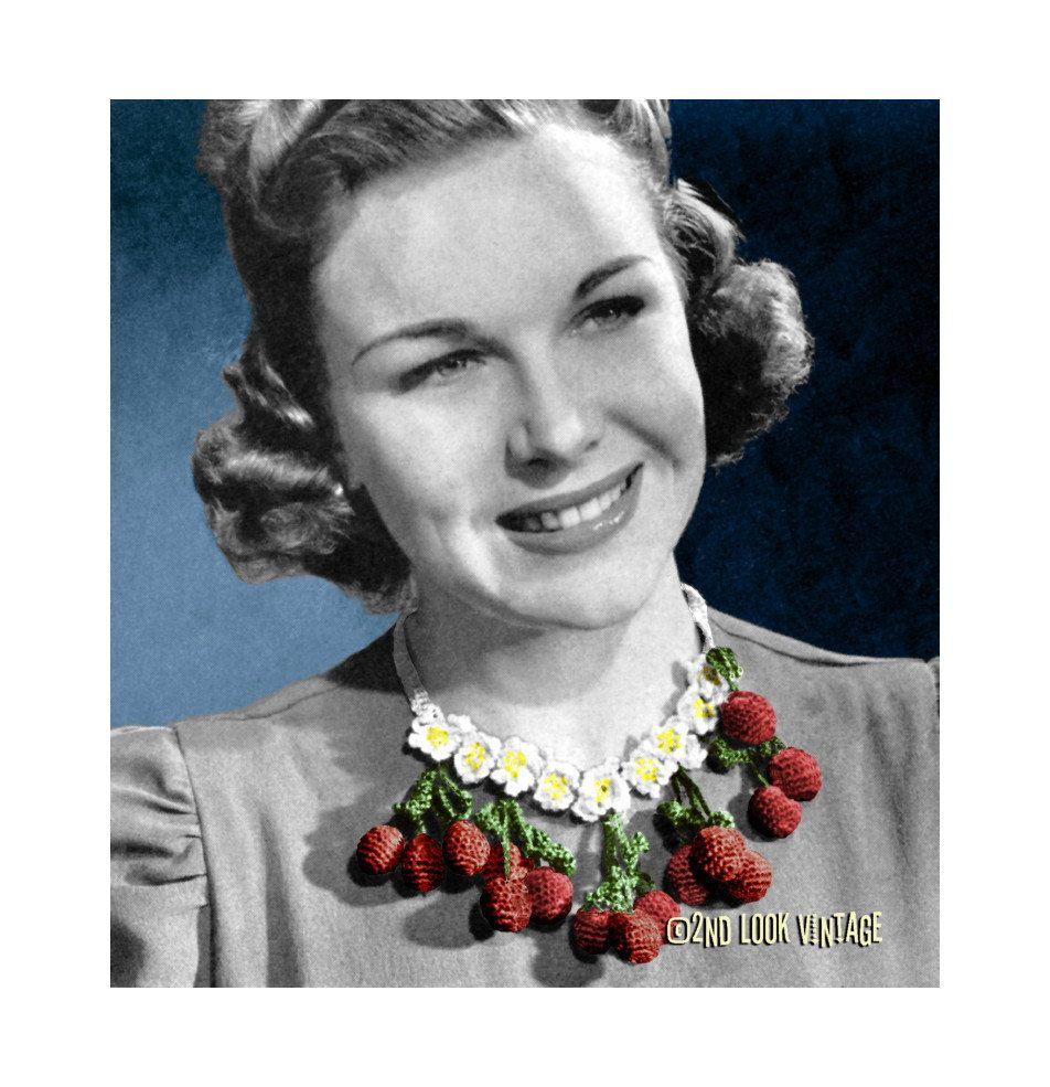 Vintage 1940s Crocheted Cherry Berry Necklace Bib Collar