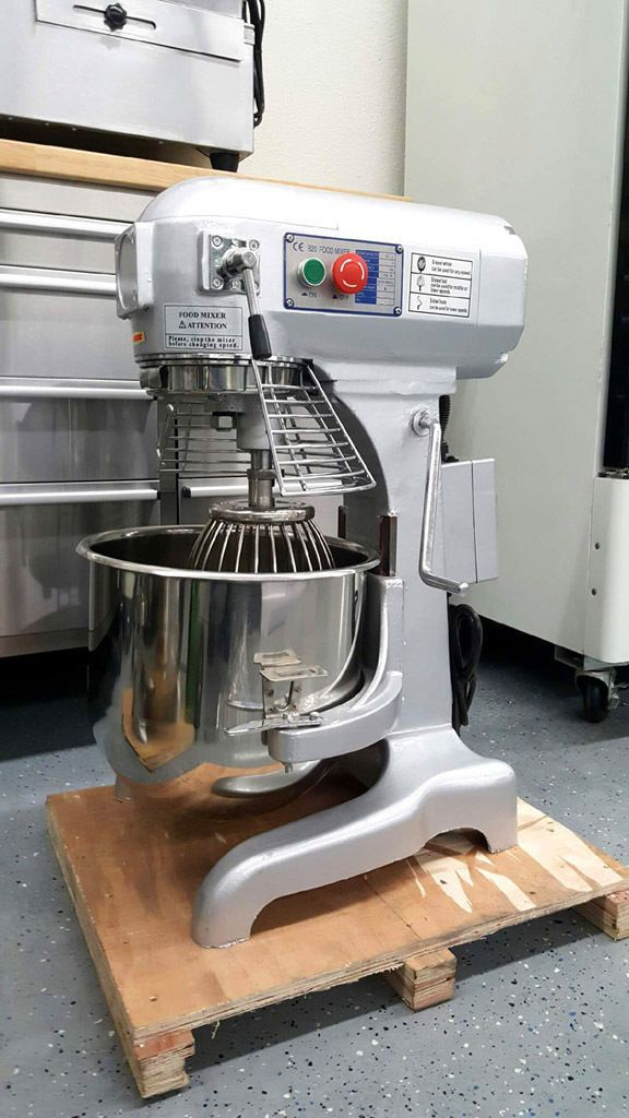Planetary Mixer 3 Speed Commercial 20 QT w/ 3 Attachments