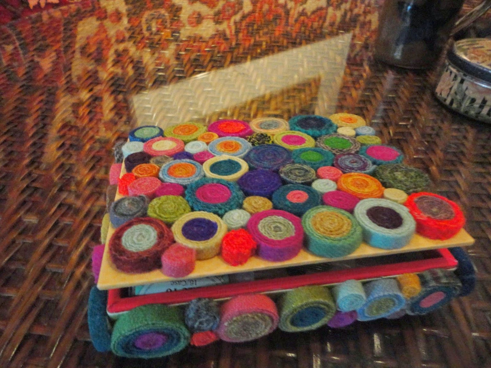 Standing Wool Circles On A Box Proddy Rugs Rug Hooking How To Make Pillows