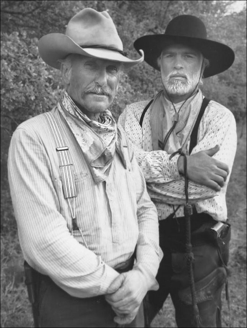 """Robert Duvall and Tommy Lee Jones as Captain Augustus """"Gus ..."""