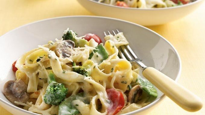 Thanks to the two-cheese sauce and variety of vegetables, this trimmed-down version is still full of flavor.
