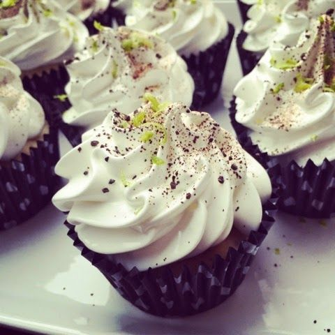 Charlotte's Cupcake Bakery : Lime Cupcake med Merenque frosting