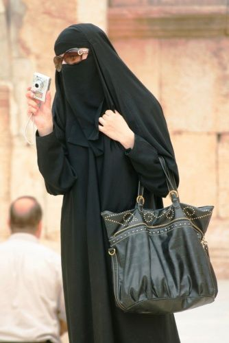 Stylish Muslimah.: Full Time Abaya Wearers In The West