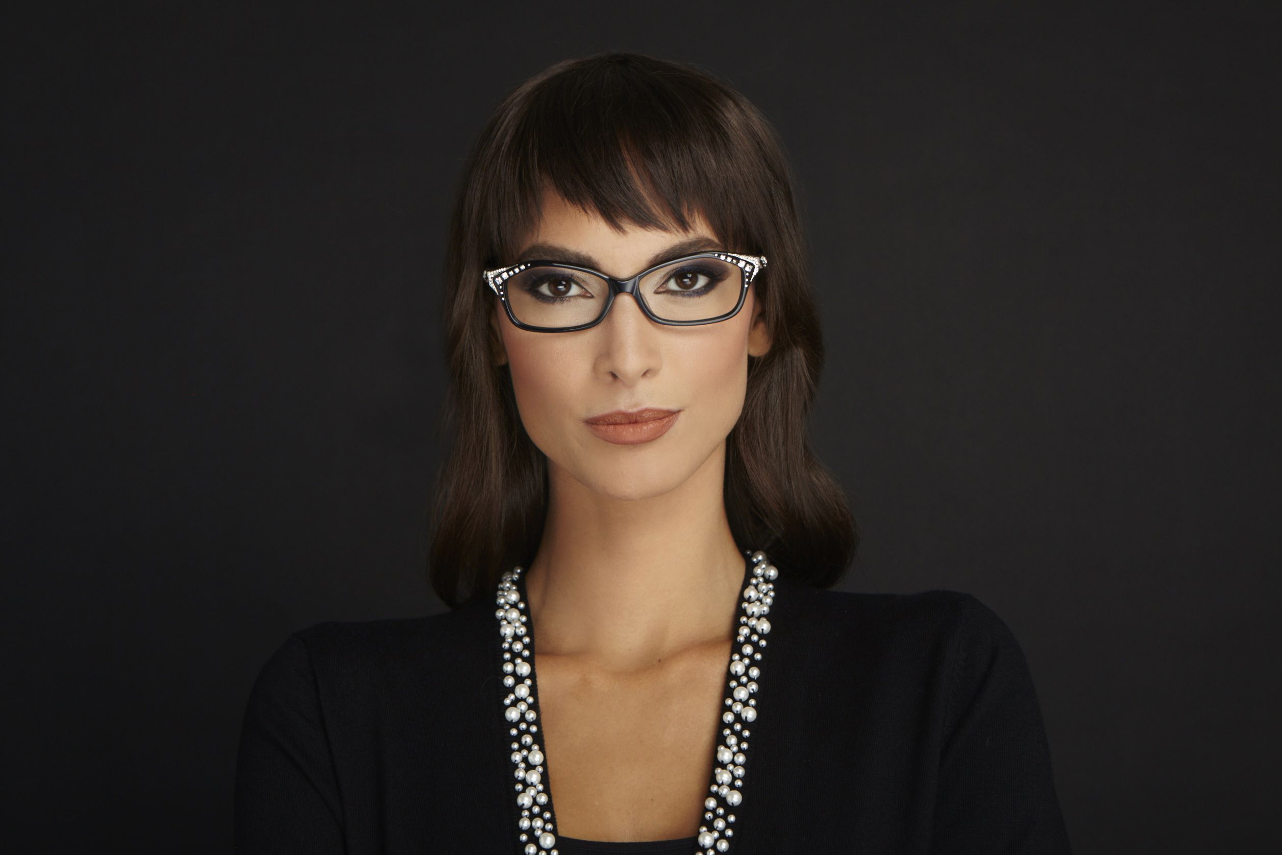 3e09e9d757 Model is wearing Caviar Frames 5637
