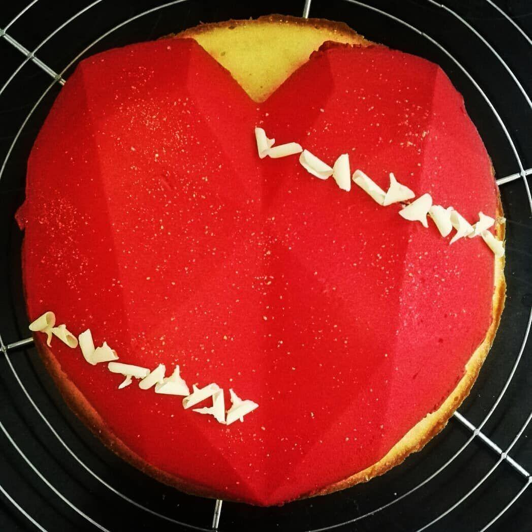 Cake Diy sur Instagram: Hier pour fêter l'anniversaire de mon chéri c'était entremets citron, pêche, croustillant chocolat blanc et biscuits madeleine ! ♥ Hier pour fêter l'anniversaire de mon chéri c'était entremets citron, pêche, croustillant chocolat blanc et biscuits madeleine ! ♥ #biscuitmadeleine