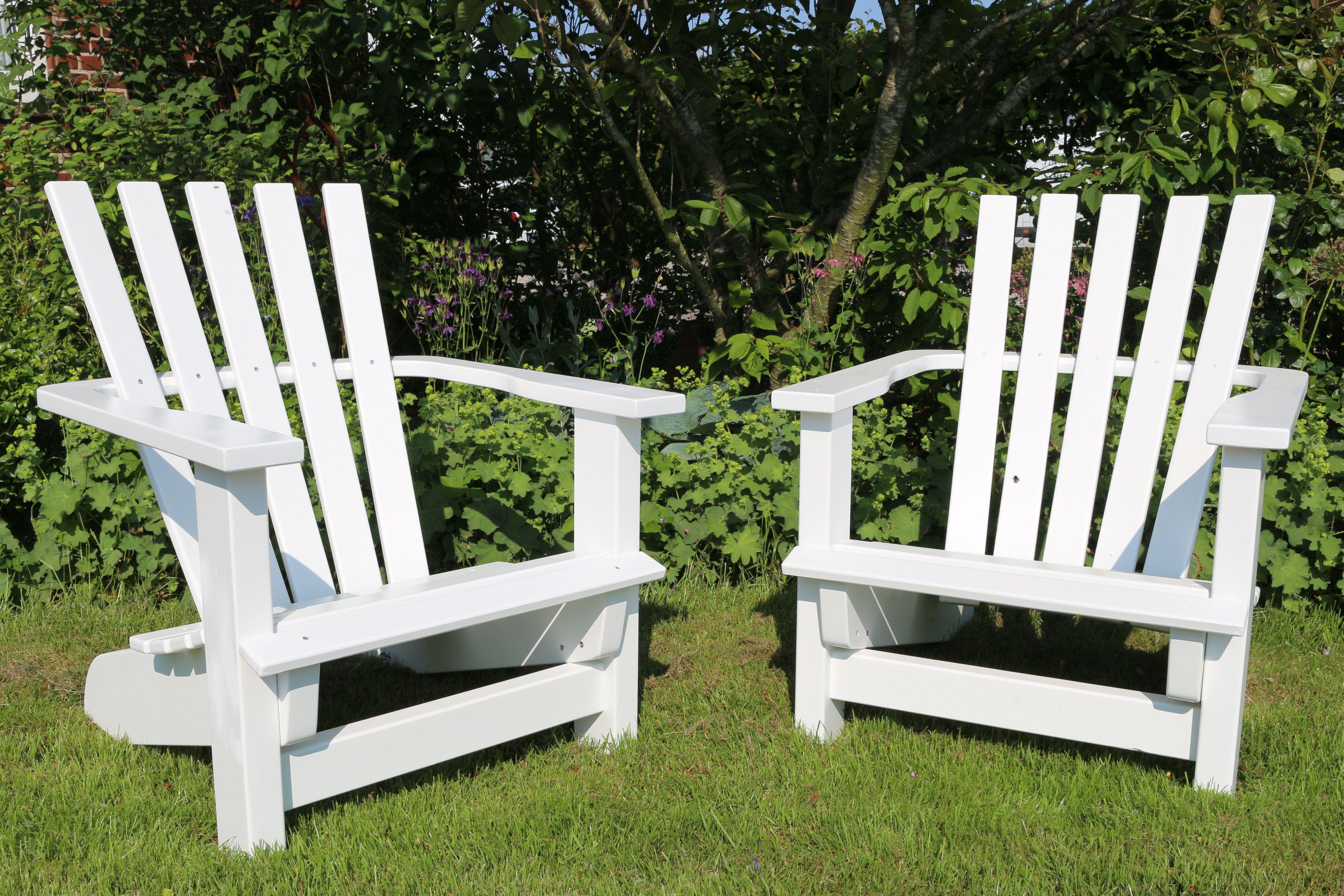 Gartensessel In Entspannter Halbsitzposition In Weiss