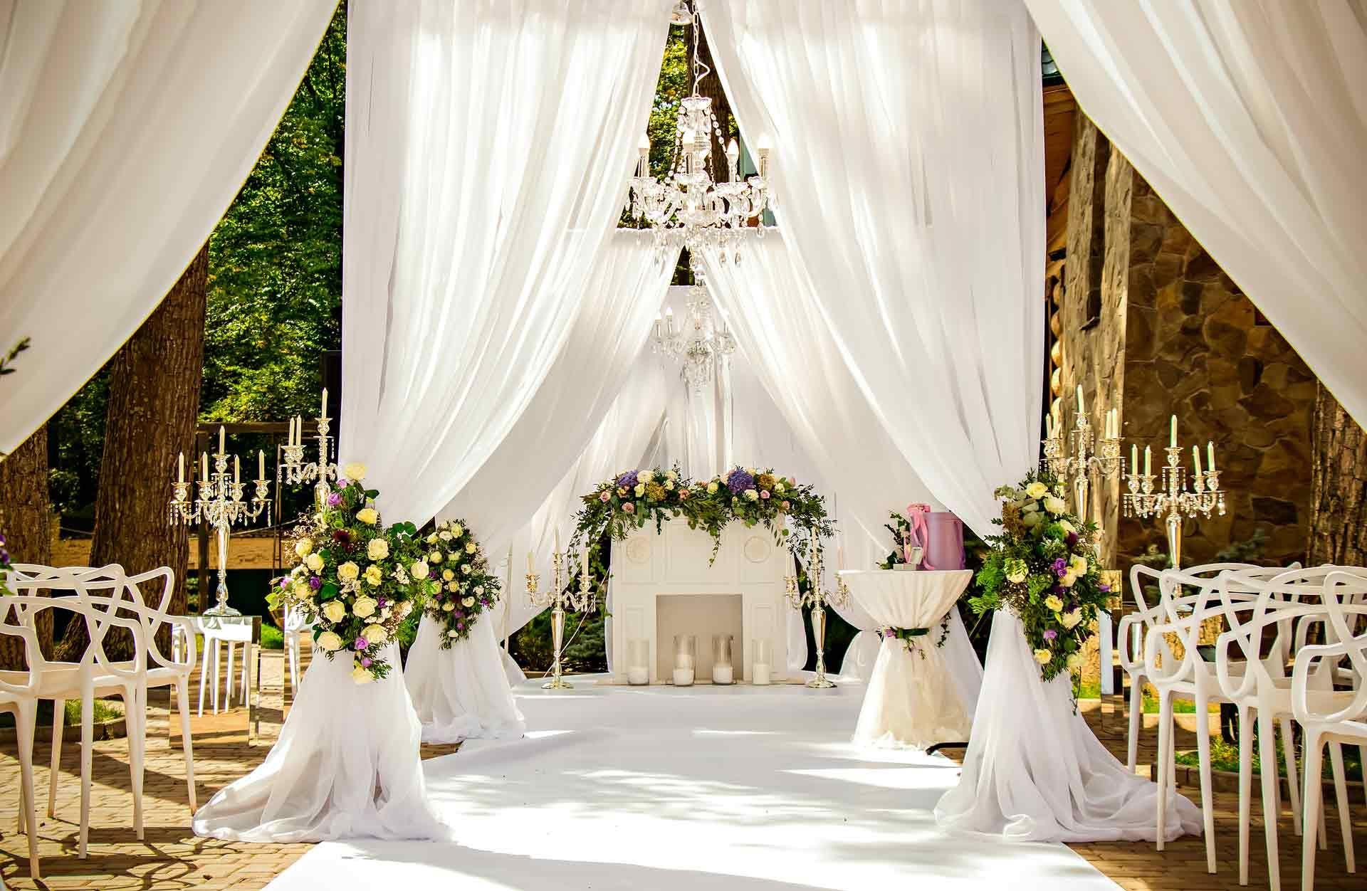 Maximalism Wedding Style Is The Exact Opposite Of Minimalism