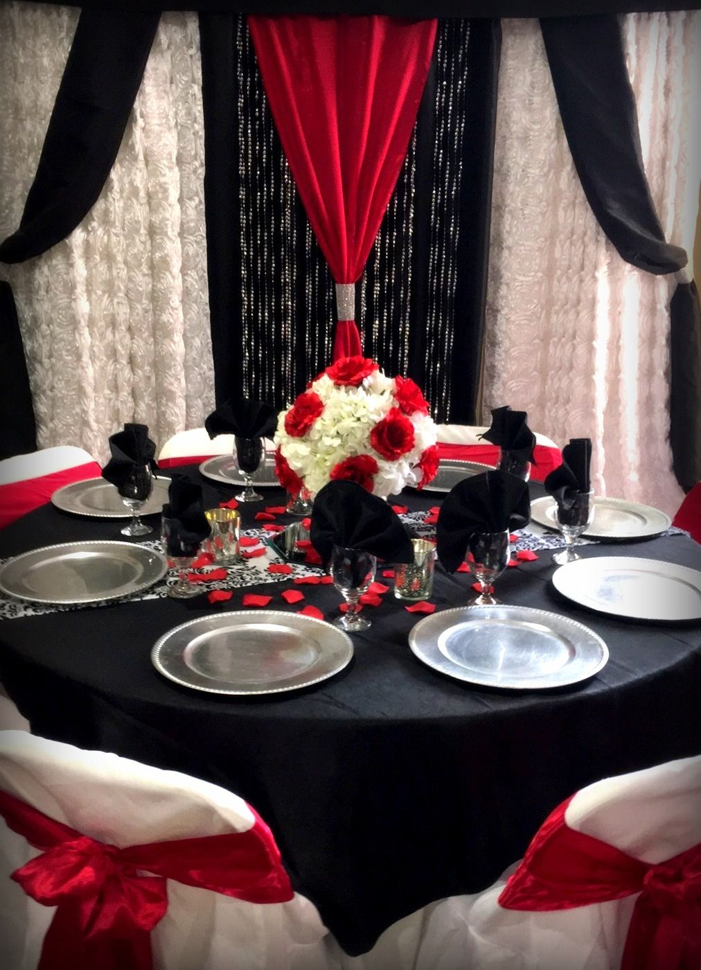 red black and white table with matching backdrop wedding centerpieces and floral decor in 2018. Black Bedroom Furniture Sets. Home Design Ideas