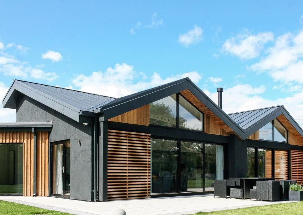 Absolutely Love This Brave Use Of Black Render Hit Miss Boarding With Slatted Cedar Bedfor Gable Roof House Rendered Houses House Designs Exterior