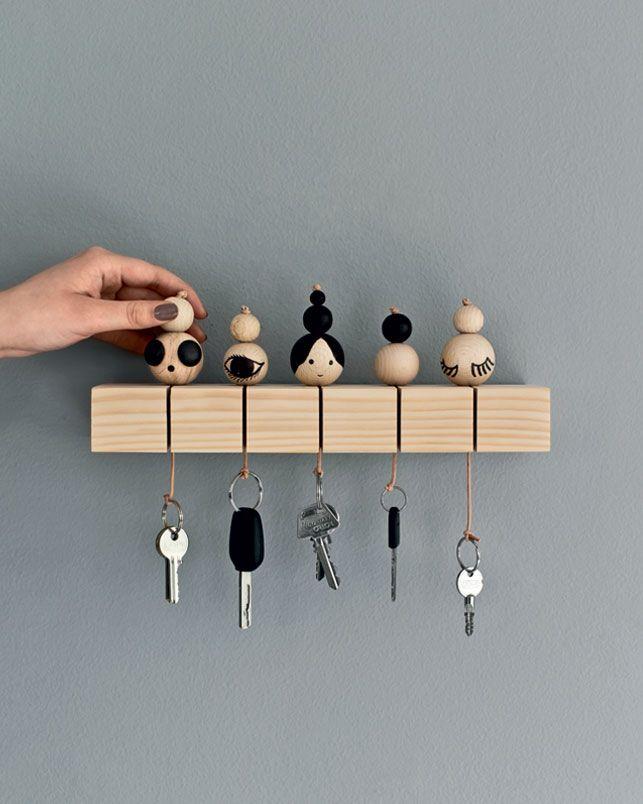 DIY Schlüsselanhänger im Scandi-Stil Holz-Kugeln und Leder - küchentisch und stühle