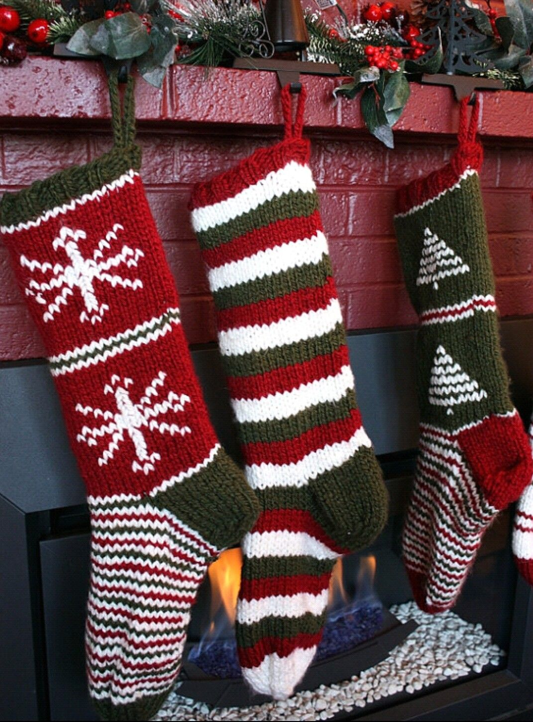 Pin by Heather Sponseller on Christmas   Knitted christmas ...