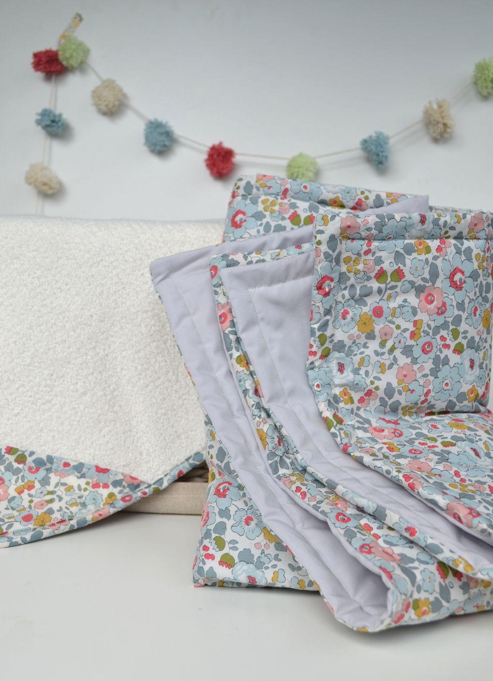 couverture liberty cadeaux naissance couture trousseau naissance pinterest cadeau. Black Bedroom Furniture Sets. Home Design Ideas
