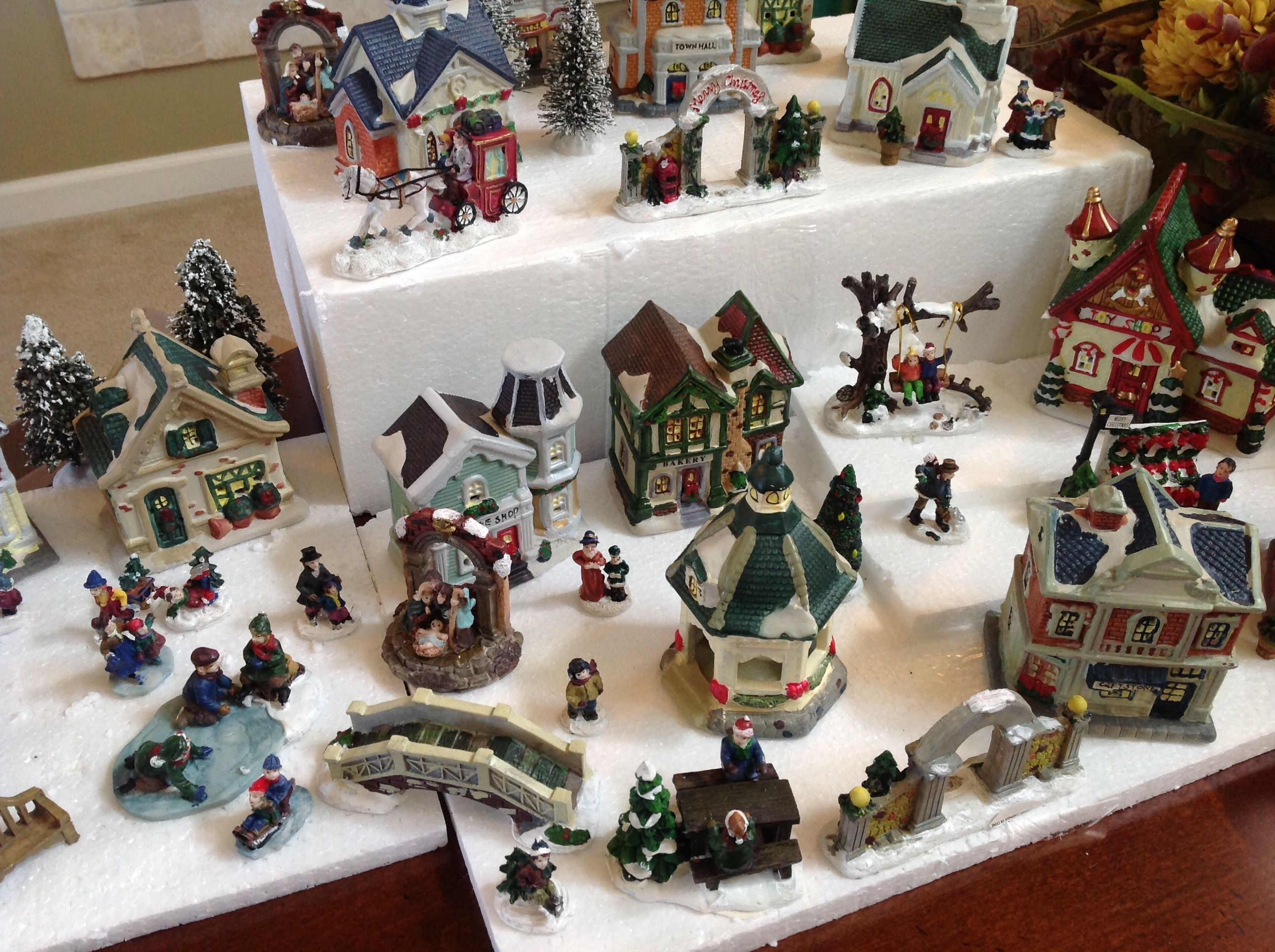 Cobblestone Corners Christmas Village 2020 Scale Cobblestone Corners Christmas Village Collection Arrangement