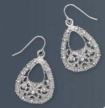 Earrings that go with the bracelet I just pinned. From Premier Jewelry.