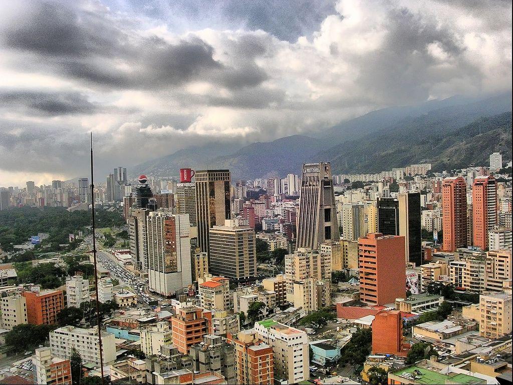 https://flic.kr/p/4m4Yru | Caracas (Venezuela). | Caracas, oficialmente Santiago de León de Caracas es la Capital Federal de Venezuela, así como su principal centro administrativo, financiero, comercial y cultural, además de asiento de los Poderes Públicos de la Nación. Está ubicada en el Municipio Libertador del Distrito Capital, y los municipios Chacao, Baruta, El Hatillo y Sucre, que forman parte del Estado Miranda y constituyen el Distrito Metropolitano de Caracas, con quienes comparte…