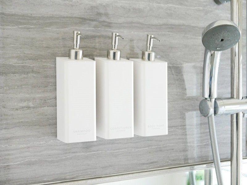 バス 底がぬめらず衛生的 そしてスタイリッシュ マグネットでボトルを浴室壁面に綺麗に整列 ひなたライフ 浴室 浴室 インテリア バスルーム 収納 アイデア 浴室 収納