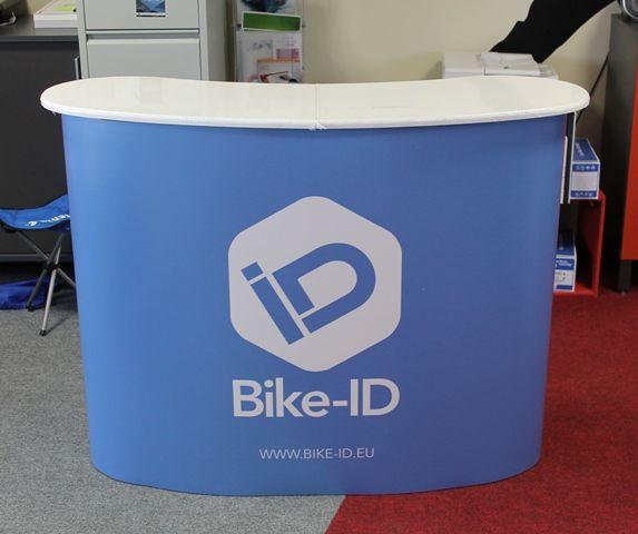 Iso messupöytä Bike-ID Hae tarjousta eri kokoisilla pöydille: http://www.liikelahja-toimisto.fi/fi/messupoyta/20575/Messup%C3%B6yt%C3%A4+Iso-STKONVS.html