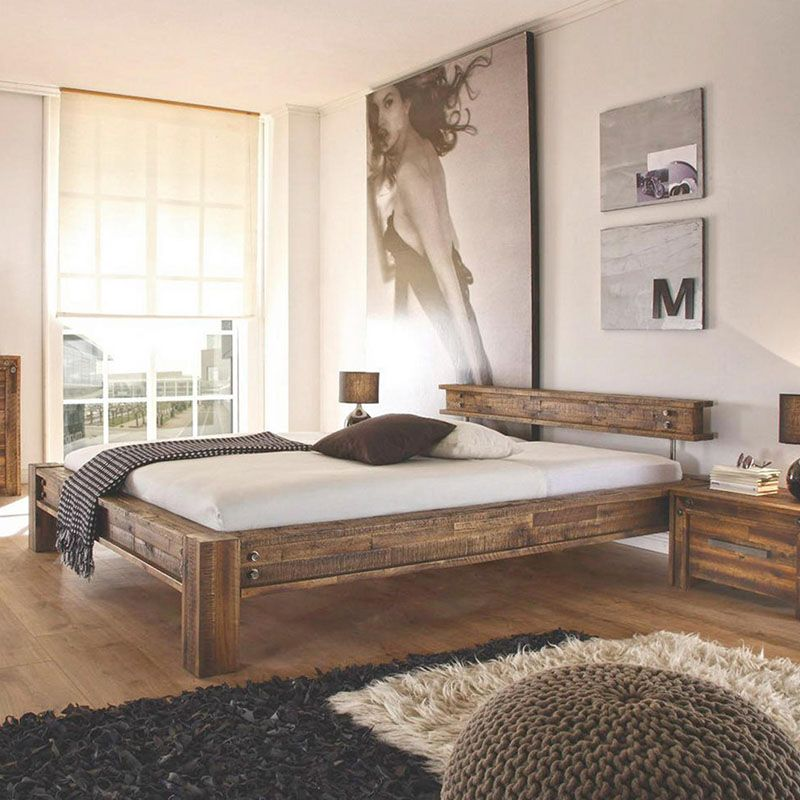 dunkelbraunes, hölzernes Doppelbett Holzbett, Bett und
